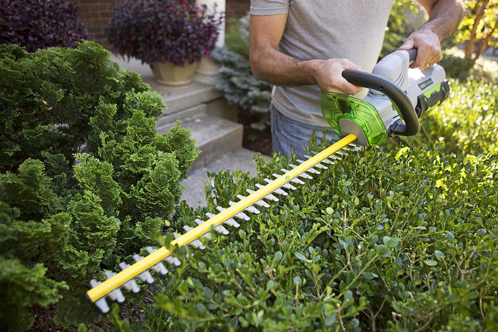 5 Benefits of Battery-Powered Landscaping Tools