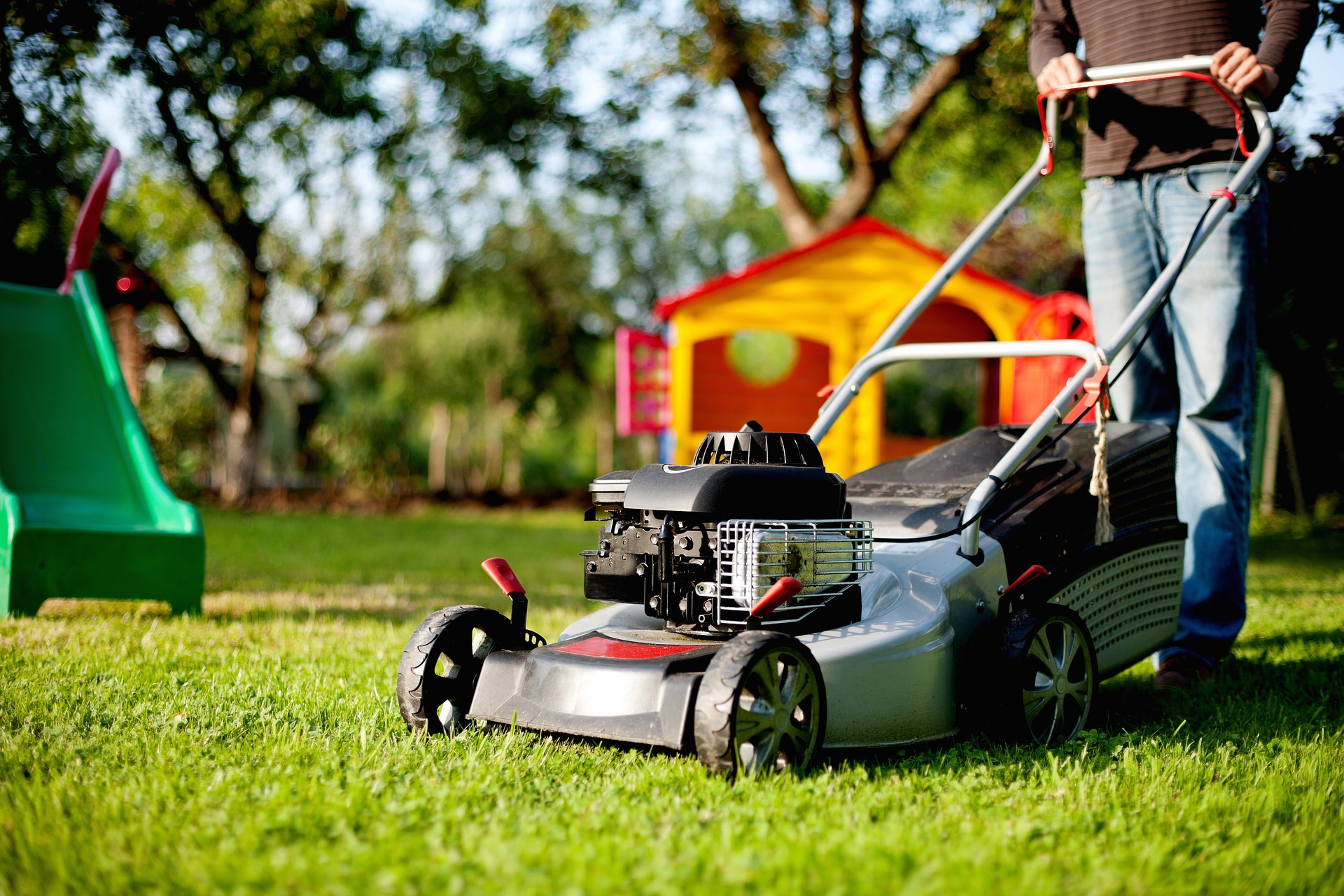 Signs That It's Time to Retire Your Lawn Mower